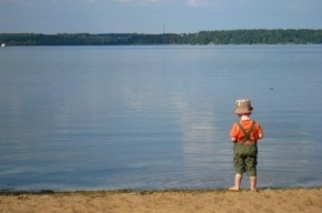 Полиция Петербурга ищет родителей четырехлетнего мальчика, которого нашли на Среднеохтинском проспекте