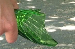 В Ломоносове местный житель угрожал полицейскому осколком стекла