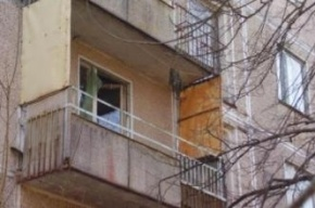 В Петербурге десятиклассник выпал из окна, находясь в гостях у бабушки