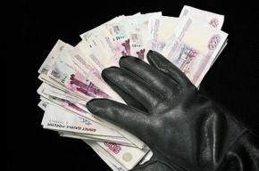 Двое лжесотрудников ЖСК обманным путем завладели деньгами петербуржца