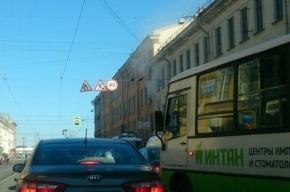 Мужчину спасли из горящей квартиры в Василеостровском районе