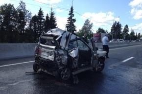 В страшной аварии на трассе М-10 автомобиль сплющило, «как гармошку»