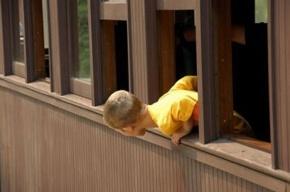 В Петербурге шестилетний мальчик разбился, выпав из окна