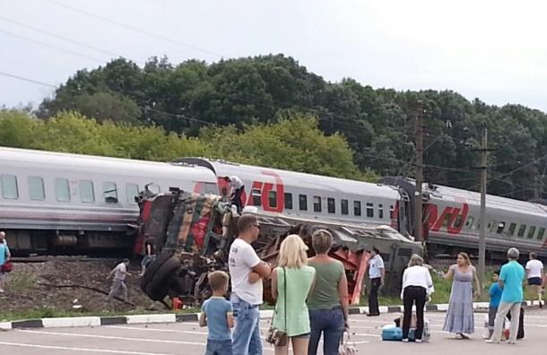 Москва-Белгород, авария: 4 вагона сошли с рельс после столкновения поезда с КамАЗом