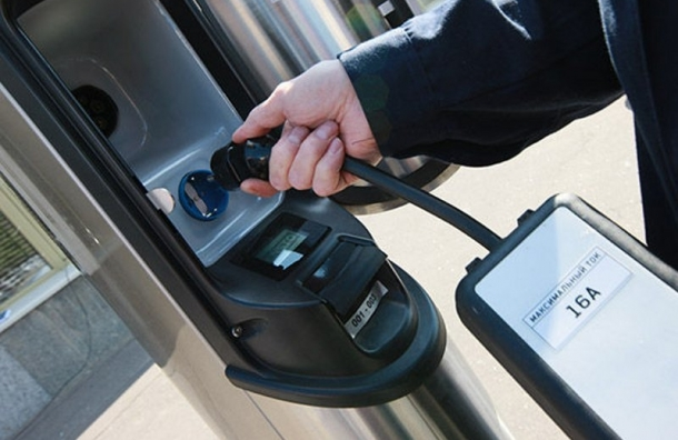 В «Ленэнерго» появилась зарядная станция для электромобилей