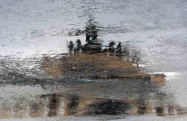 МЧС предупреждает о ливнях и грозах в Петербурге