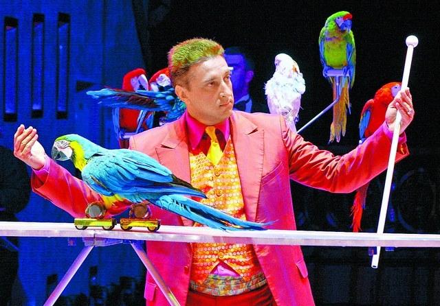 Шоу попугаев Вениамина Игумнова_circus.spb.ru