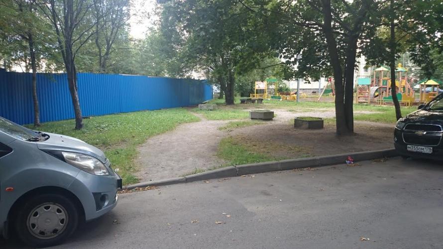 """Вырубка сквера на Композиторов, фото: читатали """"МР"""""""
