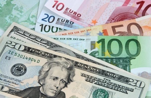 Курсы евро и доллара обновили полугодовые максимумы