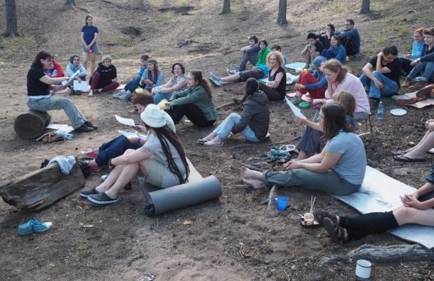 Феминистки со всей России устроили слет в Ленобласти