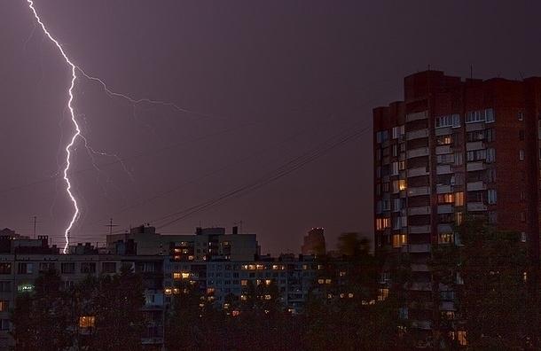 МЧС: в Петербурге ожидаются грозы и сильный ветер