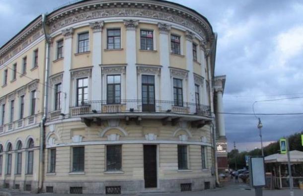 Очевидцы: на памятнике Дом Адамини проводят незаконные работы