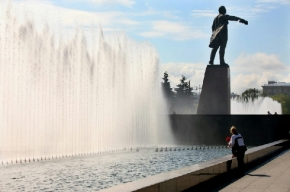 Фонтаны на Московской площади снова отключали из-за купания подростков