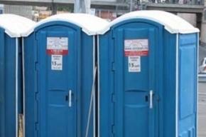 Хулиганы сожгли передвижные туалеты в Петербурге