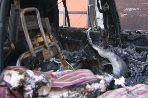 На автостоянке на проспекте Просвещения сгорели несколько машин
