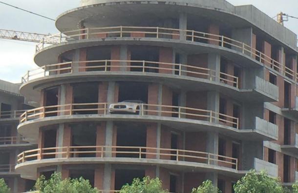 Автомобиль с балкона - в подарок