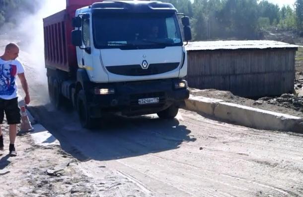 В Ломоносовском районе продолжается борьба с незаконной свалкой