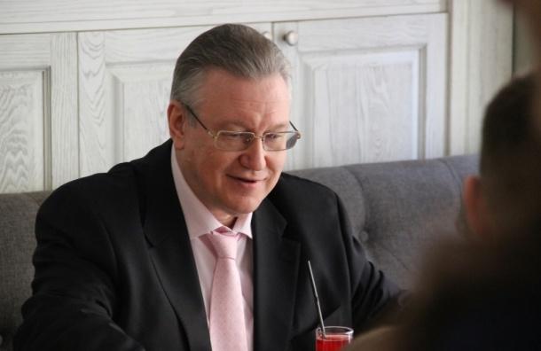 Неизвестный разбил стекло в машине вице-губернатора Мовчана