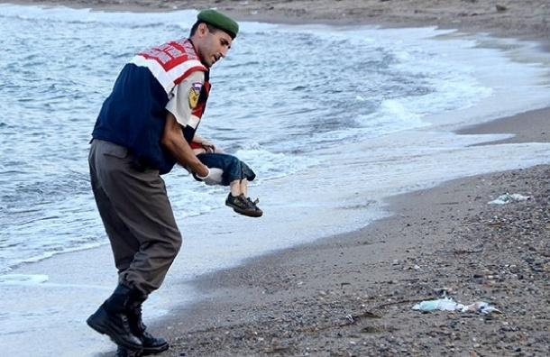 Пятилетняя девочка из Сирии утонула, пытаясь добраться из Турции в Грецию