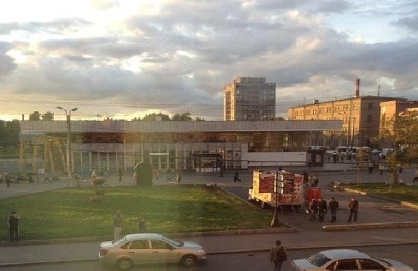 Очевидцы: Станцию «Ломоносовская» заминировали