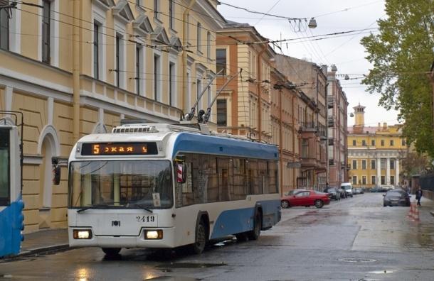 Движение троллейбусов в Петербурге изменится 12 сентября из-за Крестного хода