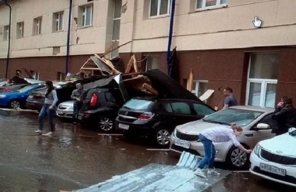 Около 20 человек пострадали из-за урагана в Казани