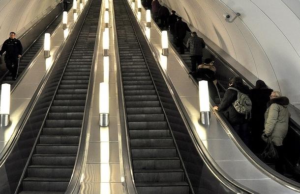 Ремонт эскалаторов может затруднить проход на станцию «Площадь Александра Невского 1»