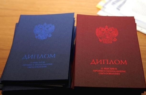 Петербургская пенсионерка просила деньги за поступление в вузы