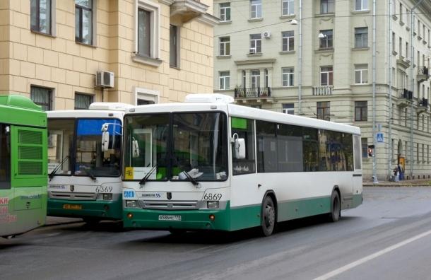 Пьяный пешеход бросился под автобус на Каменноостровском проспекте