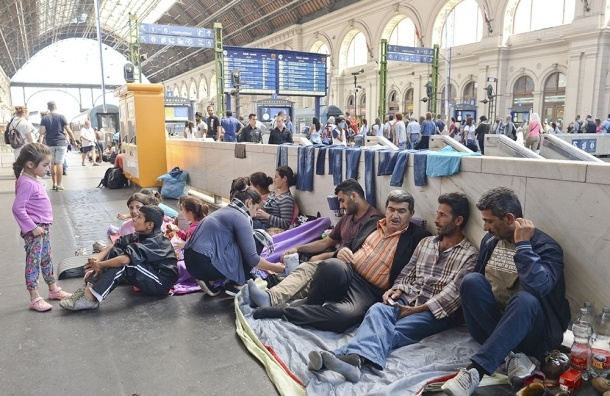 Мигранты в Европе: тысячи беженцев прибыли в Германию