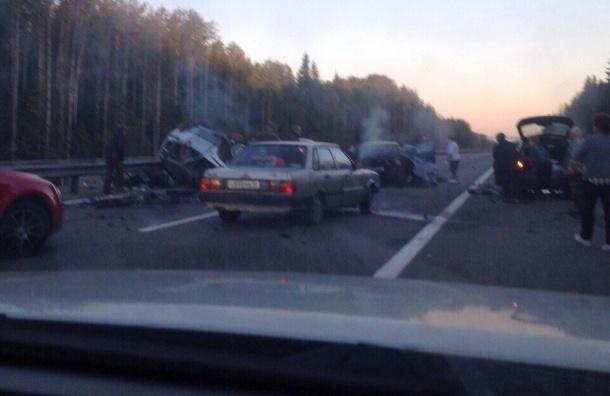 Тяжелое ДТП с двумя погибшими на Ново-Приозерском шоссе парализовало трассу