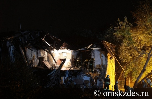 Пострадавшую извлекли из-под обломков жилого дома в Омске