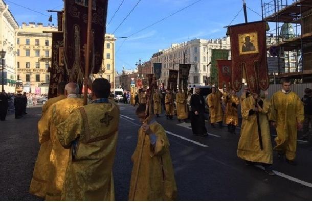 Крестный ход в Петербурге собрал около 100 тысяч человек