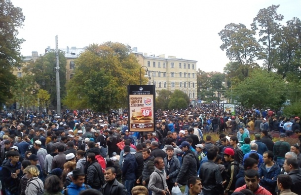 Мусульмане Петербурга отмечают Курбан-байрам: центр города стоит  в пробках