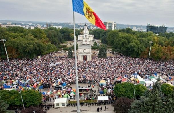Митингующие в Кишиневе выдвинули главное требование - отставка руководства страны