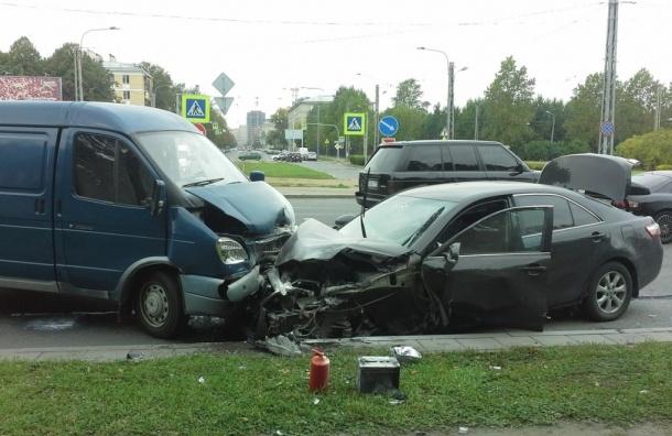 Массовая авария на проспекте Юрия Гагарина, пострадал пешеход (ФОТО)