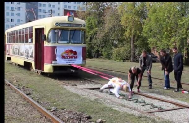 Спортсменка из Иркутска сдвинула с места 17-тонный трамвай