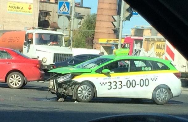 Очевидец: Сильная авария с участием «Таксовичкова» на Индустриальном