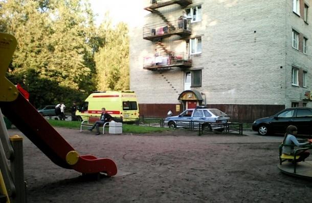 Молодая девушка выпала из окна 9 этажа на Металлистов