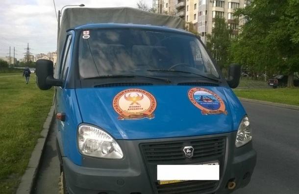 Похитители угнали в Петербурге фургон «Спасем Донбасс» с гумпомощью