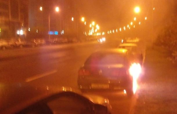 Два автомобиля сгорели ночью на Шуваловском