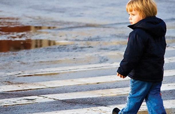 Шестилетнего мальчика без взрослых нашли у станции «Елизаровская»