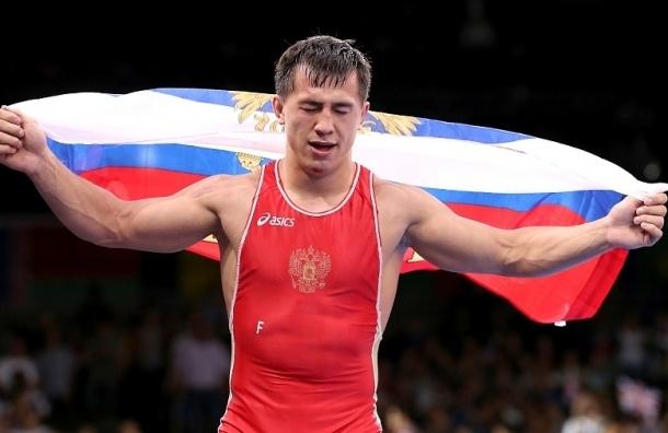 Во время награждения на ЧМ по борьбе в США организаторы перепутали гимн России