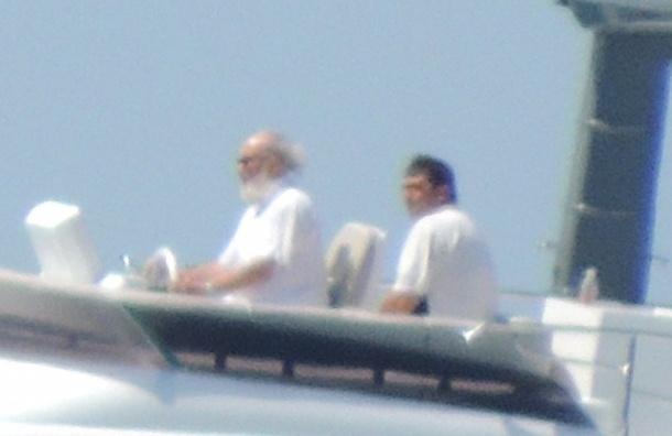 Фотографии предполагаемой яхты патриарха попали в сеть
