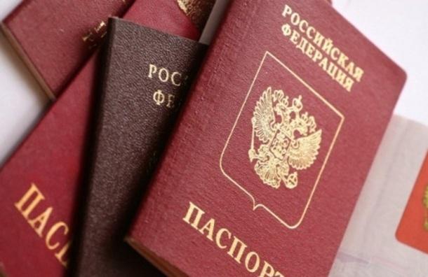 Российские паспорта изымают у жителей Крыма с временной регистрацией