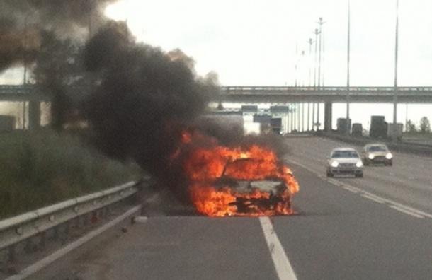 Автомобиль сгорел дотла на Киевском шоссе