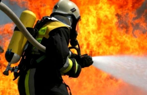 Пять человек эвакуировали из горящего дома на Новаторов