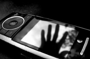 Мошенник, укравший телефон у ребенка на детской площадке, задержан в Тихвине