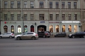Магазин швейцарских часов на Литейном ограбил лысый преступник