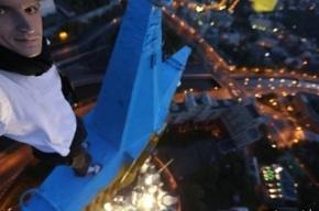 Суд признал виновными руферов окрасивших звезду московской высотки в цвета украинского флага